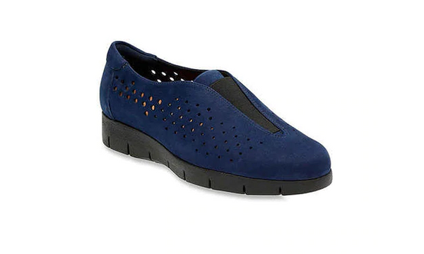Clarks Artisan Nubuck Perforated Slip ons Daelyn Summit Navy - NEW