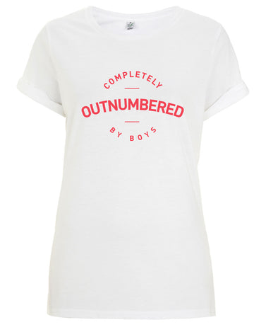 Outnumbered by boys - Women's Rolled Sleeve T-Shirt