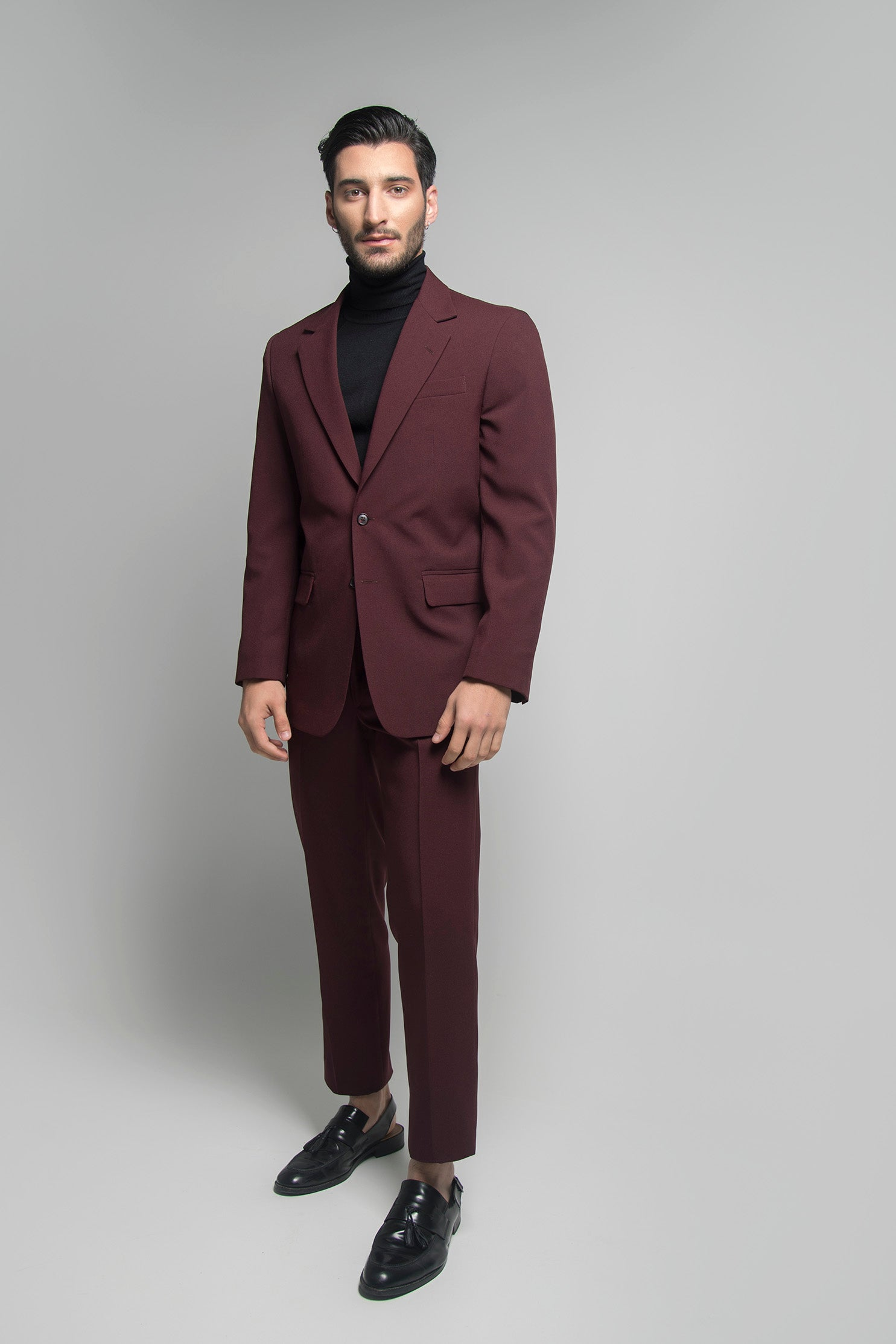 SINGLE BREASTED SUIT IN BURGUNDY