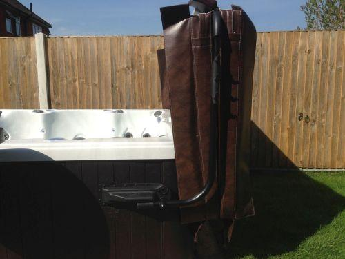 Hot tub cover lifter, Aqua lift 1.1 person can easily fold, remove and store the hot tub cover easily and safely with our range of cover lifters. Simple but effective design to remove your hot tub cover ready for use.