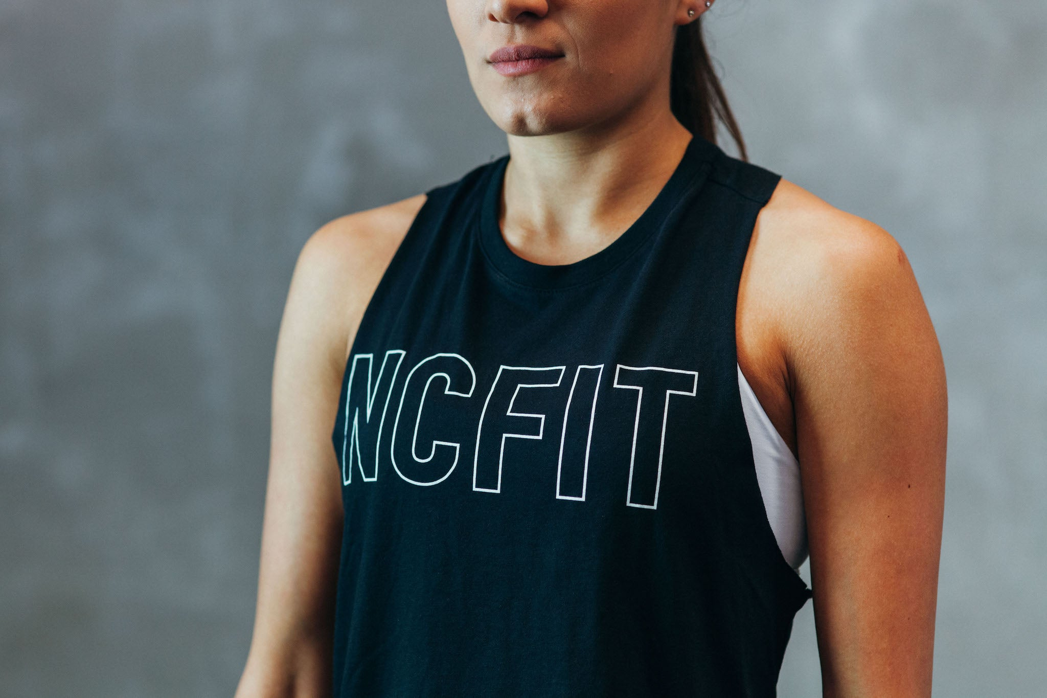 WOMEN'S NCFIT KNOCKOUT CROPPED TANK