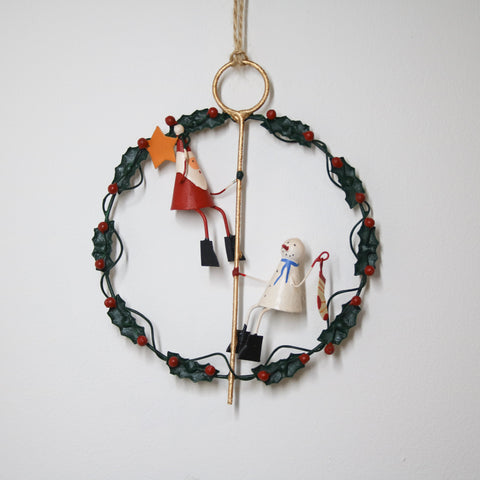 'Hanging The Star' Wreath