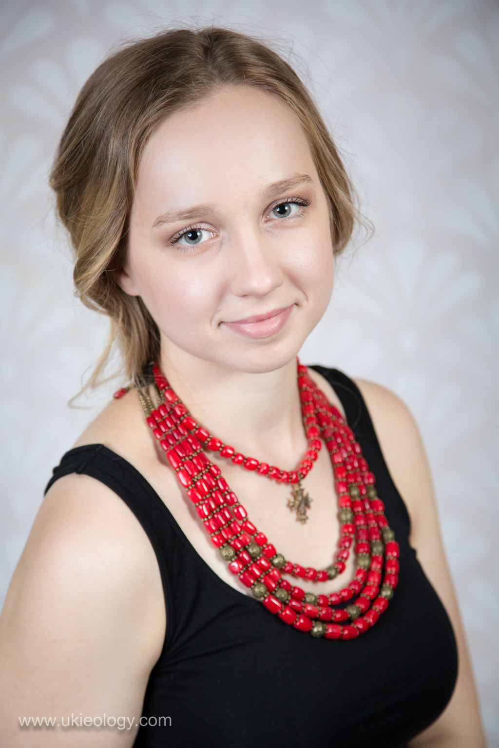 Korali - red beaded necklace set (1 plus 4 strings)