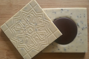 Mutiny On The Bounty [Vegan White with nibs and a Dark Chocolate Disk]