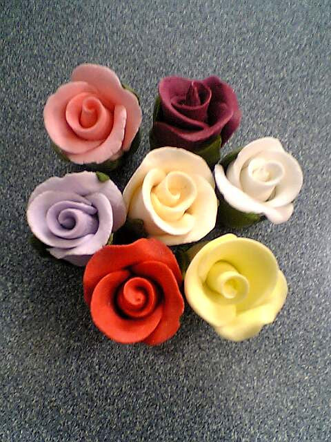 Sugar Flowers - Roses Hand Moulded - Buds 20mm