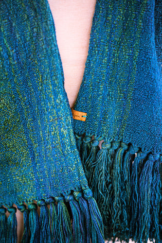 Double-layer scarf, thick seasilk warp with silk pearl stellina weft.