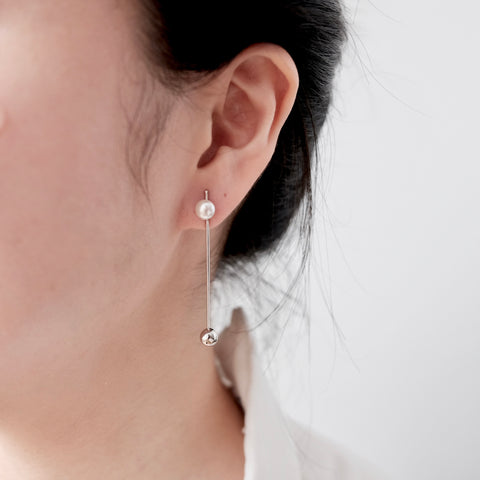 D' Double Pearl Bar Earrings - We11made