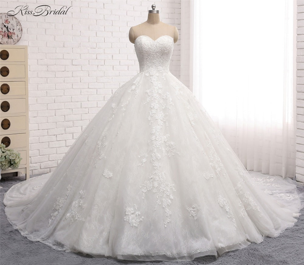 Beautiful Ball Gown Wedding Dress With Sweetheart Neck