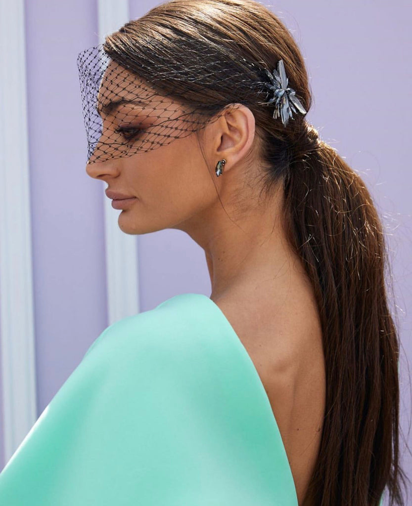 BROWN CLIP ON PONYTAIL (18'')