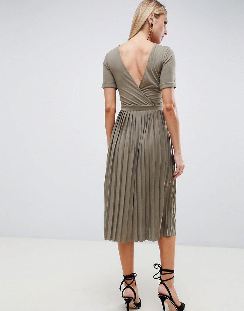 Pleated skirt midi dress