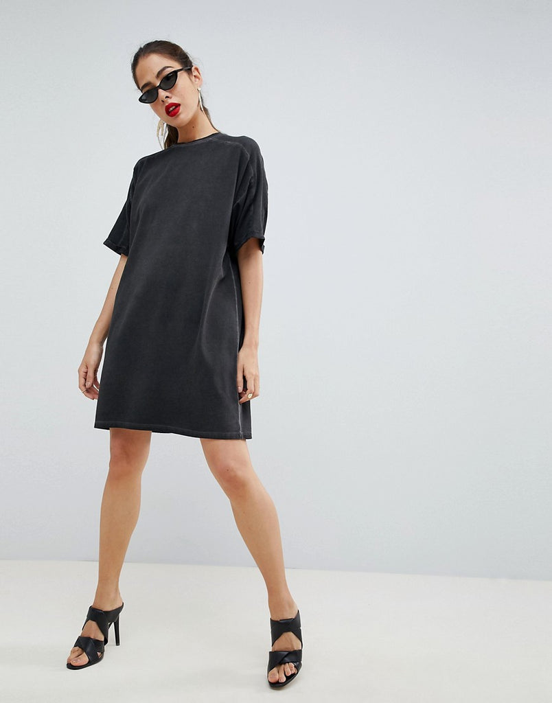 Dress with rolled sleeves and wash