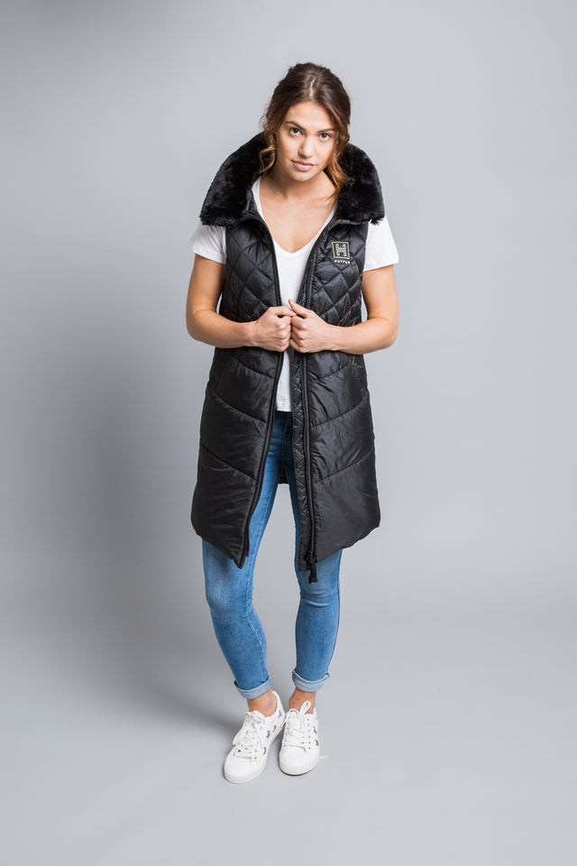 An instant wardrobe classic, the HUFFUR is a brand-new style of luxury, super-lightweight, longline gilet, quilted, to wear year-round as an outer layer over any wardrobe favourite. Born in England from quilted Italian fabrics, the HUFFUR has flattering A-line tailoring and introduces a unique funnel neck with detachable fur collar trim and concealed hood. The ultimate in diversity for town and country, the HUFFUR has wearability for any occasion and perfect for those on the go.