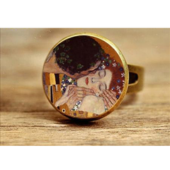 The Kiss by Klimt, Rings