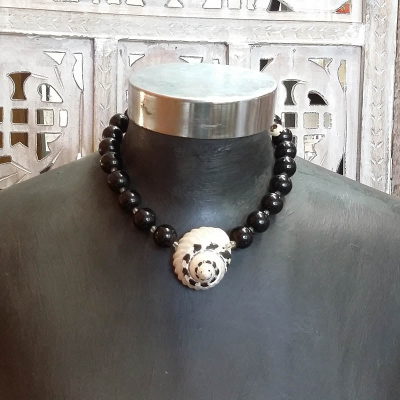 Black Beads With Shell Choker