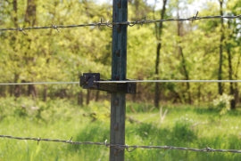 Offsets on a Barbed wire fence