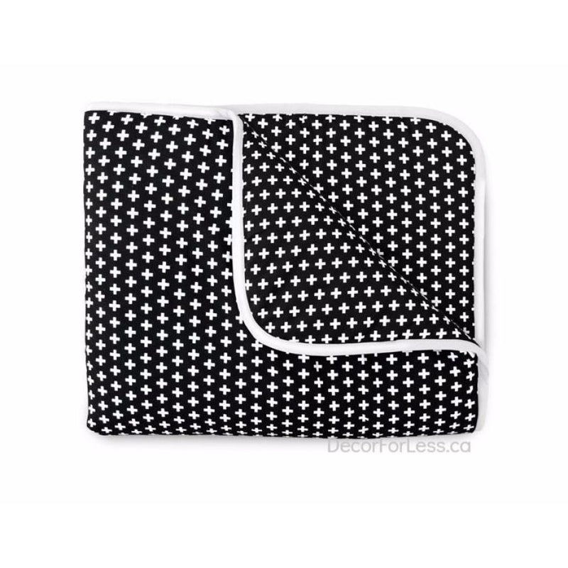 Olli+Lime - Cross Crib Quilt -Black - - Linens