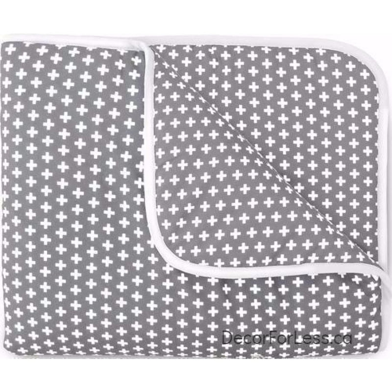 Olli+Lime - Cross Crib Quilt -Gray - - Linens
