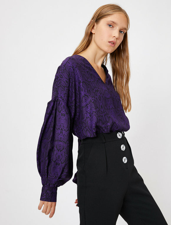14843 purple balloon sleeve snake print blouse
