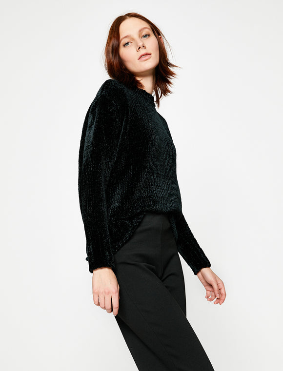 5011281 Black Knitted Jumper
