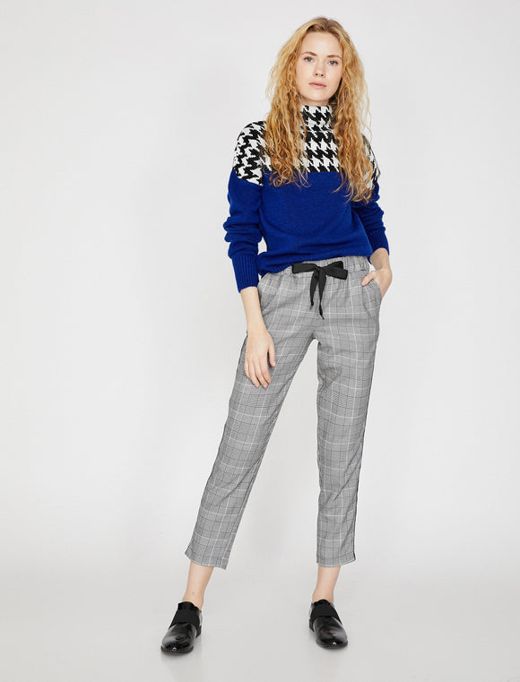 1637 Black Cropped Check Trousers