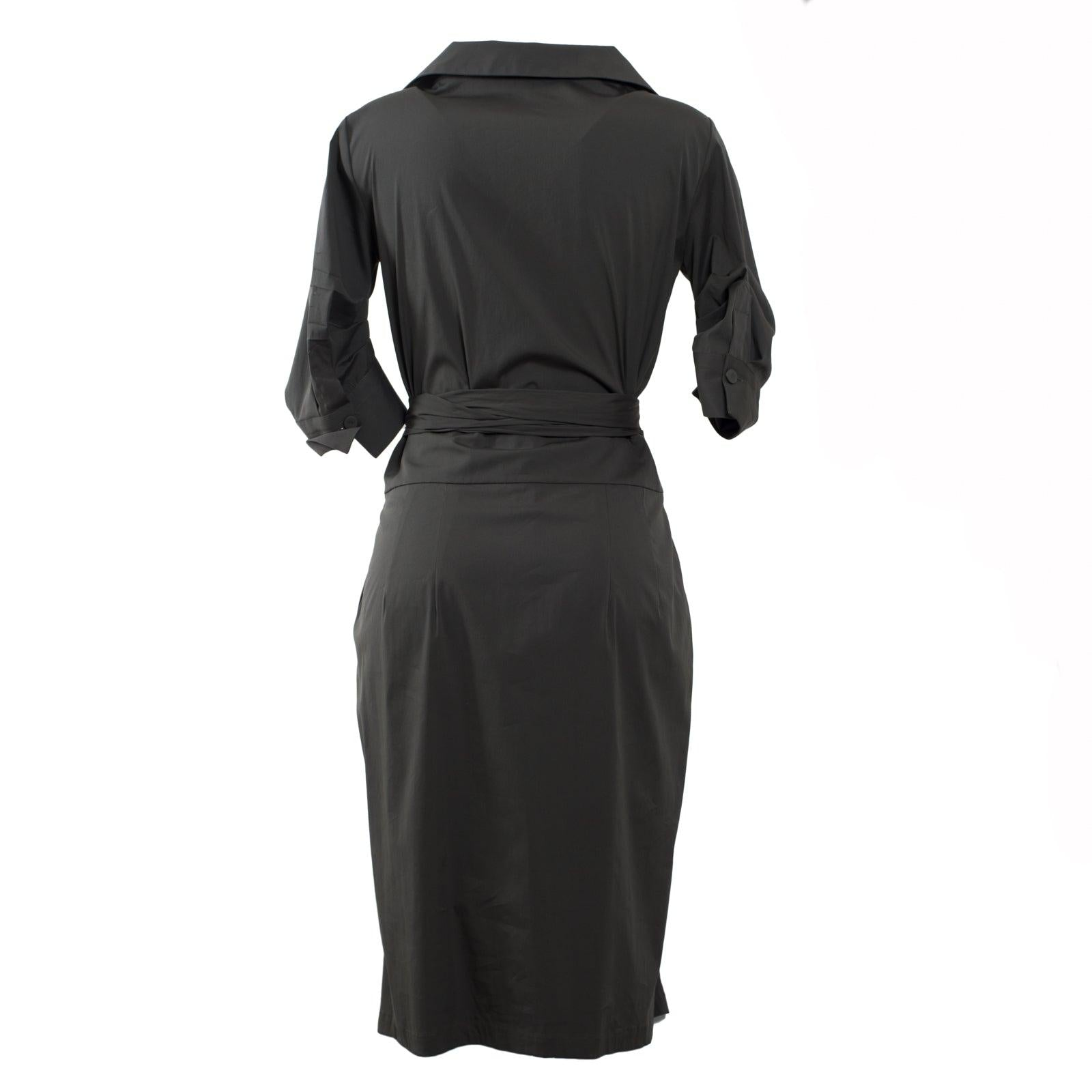 Jennifer Tattanelli crafted in Florence this women dress. A vibrant black poplin stretch-cotton shirtdress, boasts plenty of vintage charm thanks to artfully pleated three-quarter sleeves and a midi-length skirt