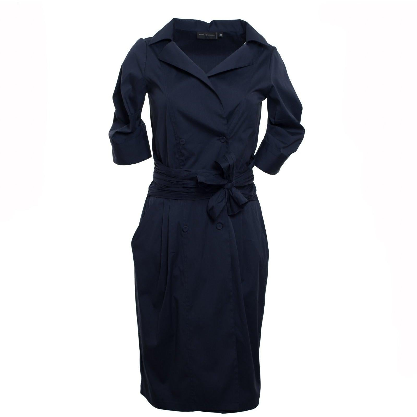Jennifer Tattanelli crafted in Florence this women dress. A vibrant blue poplin stretch-cotton shirtdress, boasts plenty of vintage charm thanks to artfully pleated three-quarter sleeves and a midi-length skirt