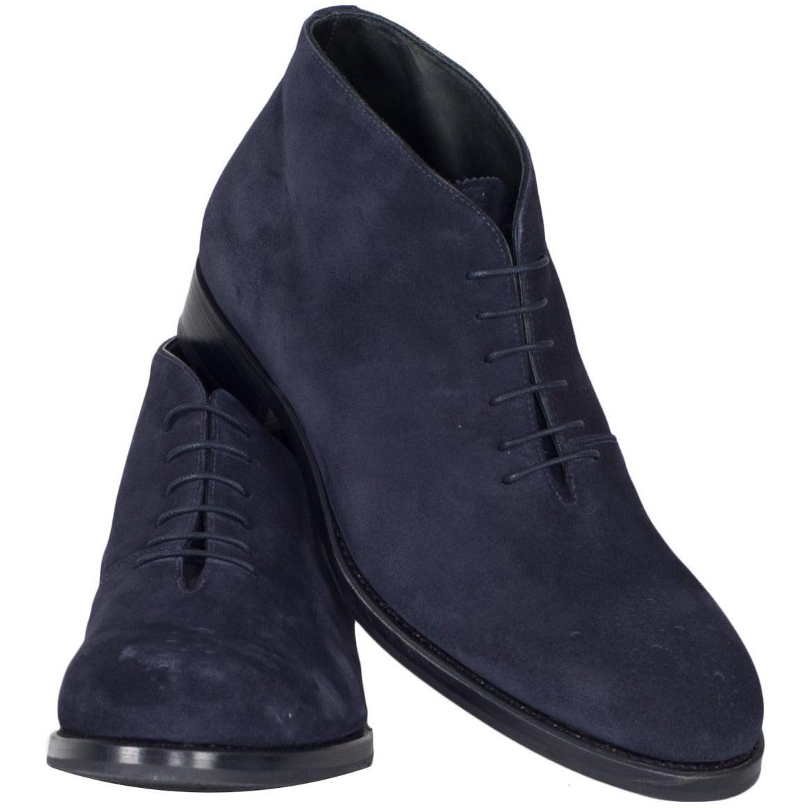 Jennifer Tattanelli crafted in Florence this velvety men shoes, made entirely by hand in Italy, they are lined interior in leather of the highest quality, with laces and rubber sole