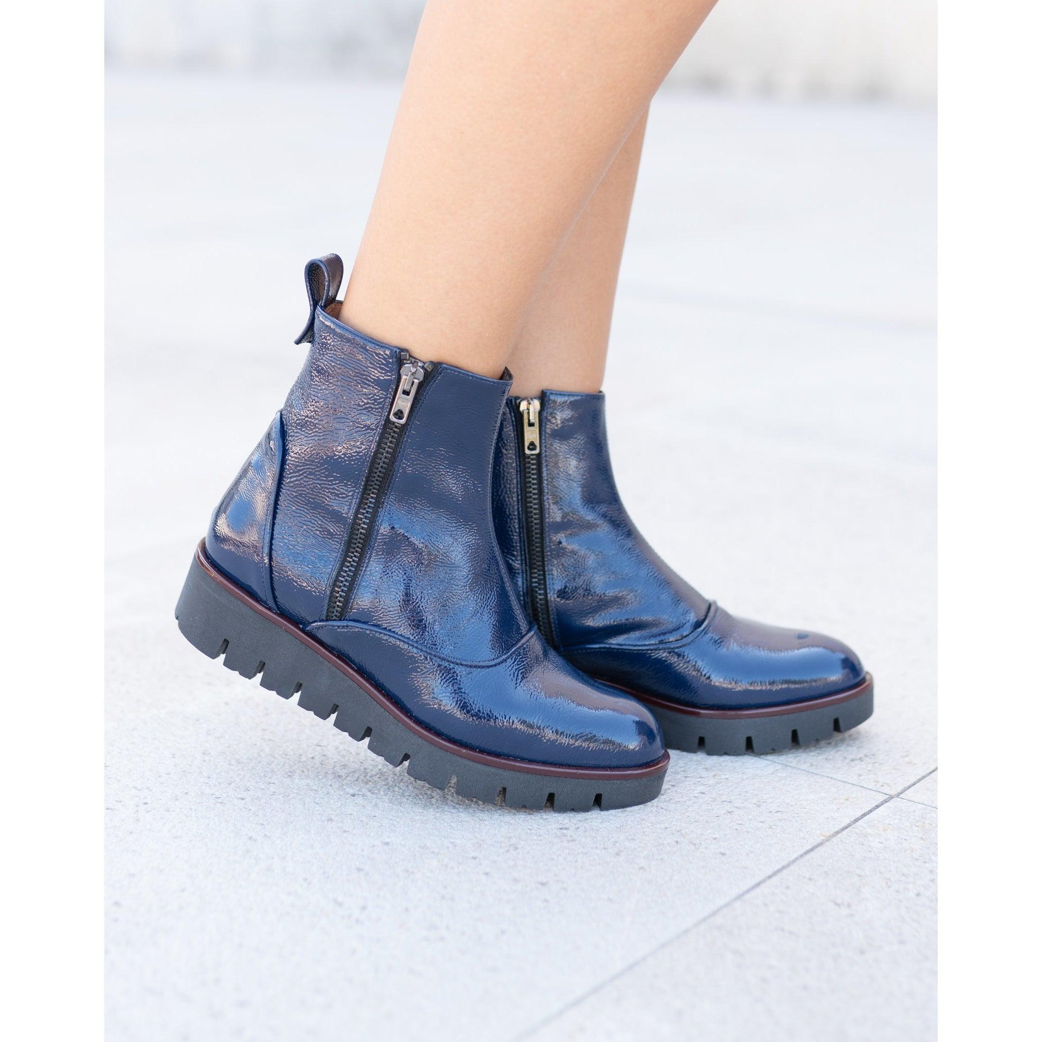 MIL8224 T35 Women Booties in Blue