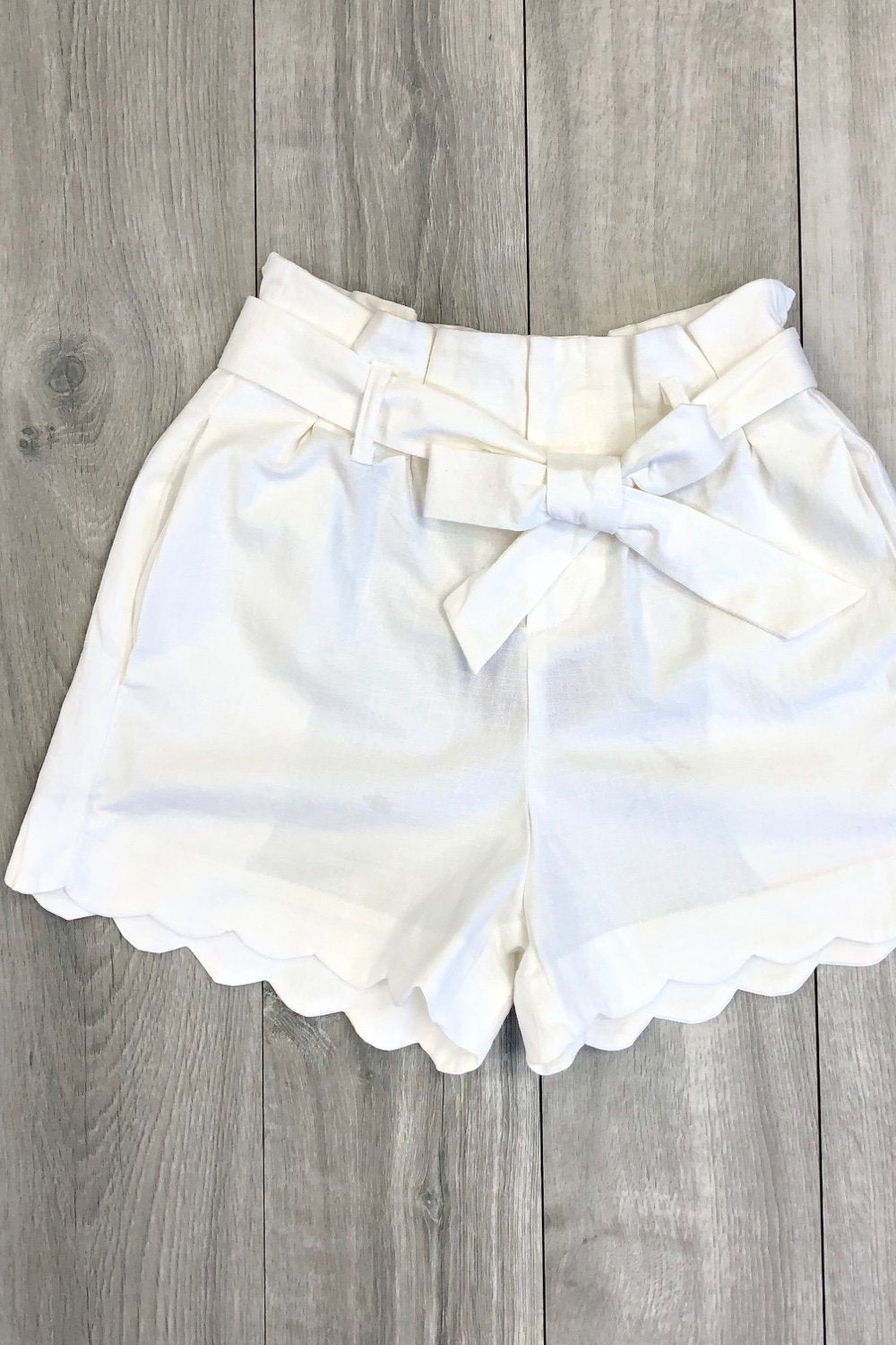 Amber Scalloped Hem White Shorts