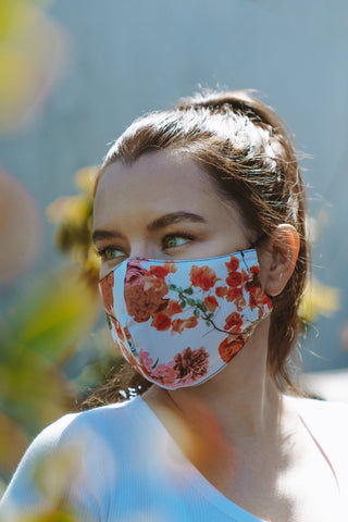 Woman wearing a face mask to the gym