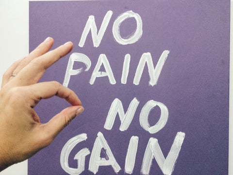 """""""No Pain No Gain"""" painted on purple wall"""