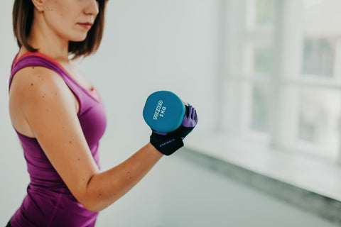 Woman lifting a 3KG weight.
