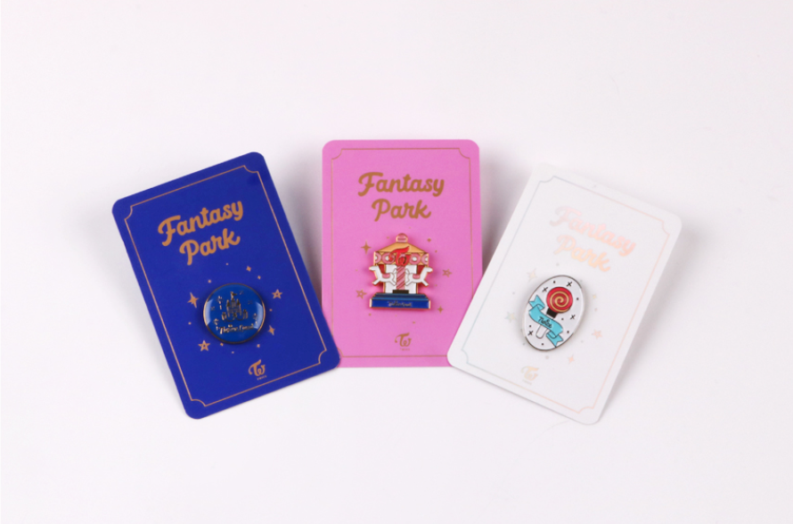 "트와이스 TWICE ""TWICELAND ZONE 2 : FANTASY PARK"" OFFICIAL MD - TWICELAND BADGE"