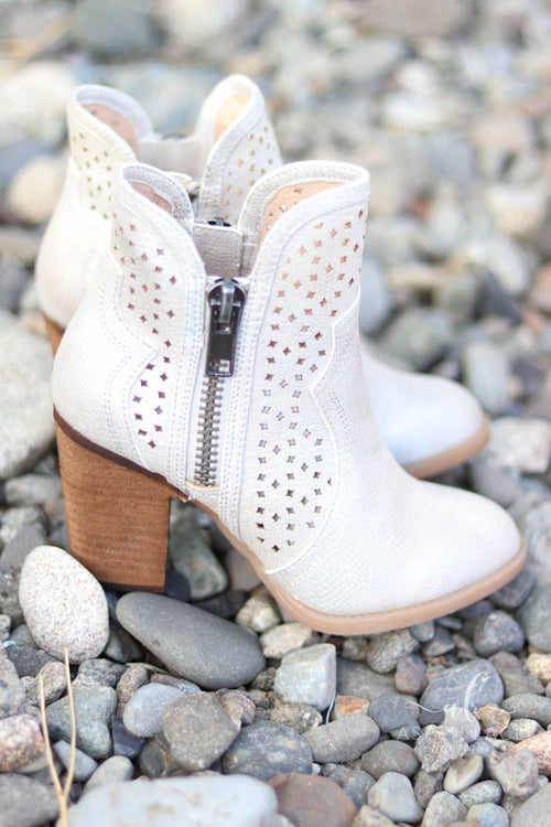 Not Rated Gretchen Bootie (Cream)