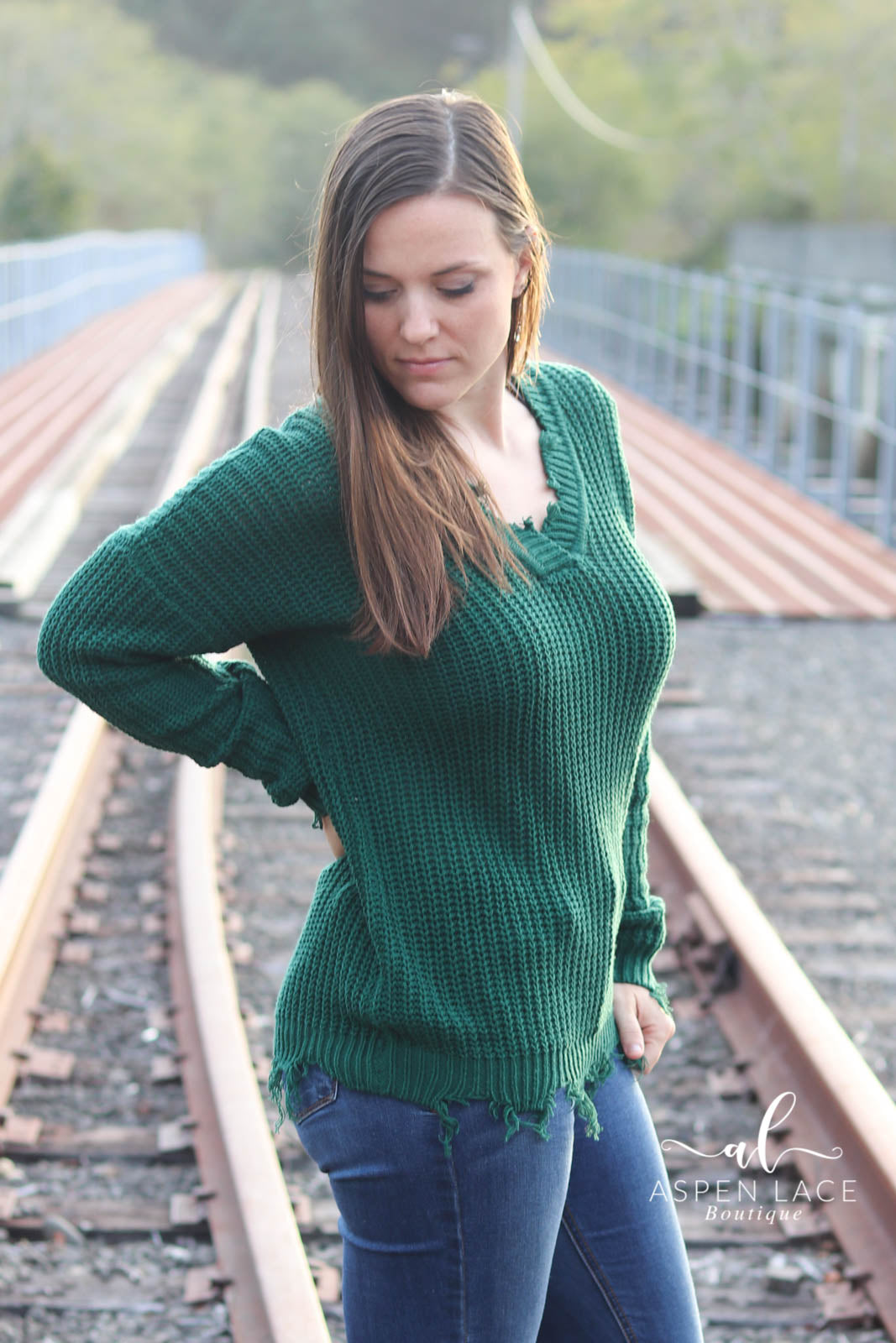 *Final Sale* Illia Distressed Sweater (Hunter Green)