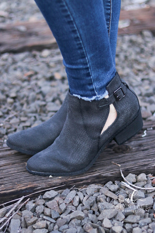 *Final Sale* Not Rated Priscilla Booties (Black)