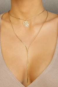 18 kt Golden Flower Necklace - Working Look