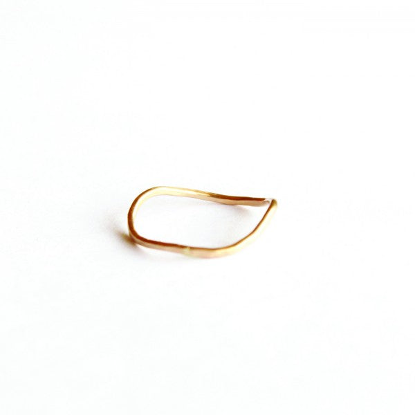 Extra Delicate Single Wave stacking ring