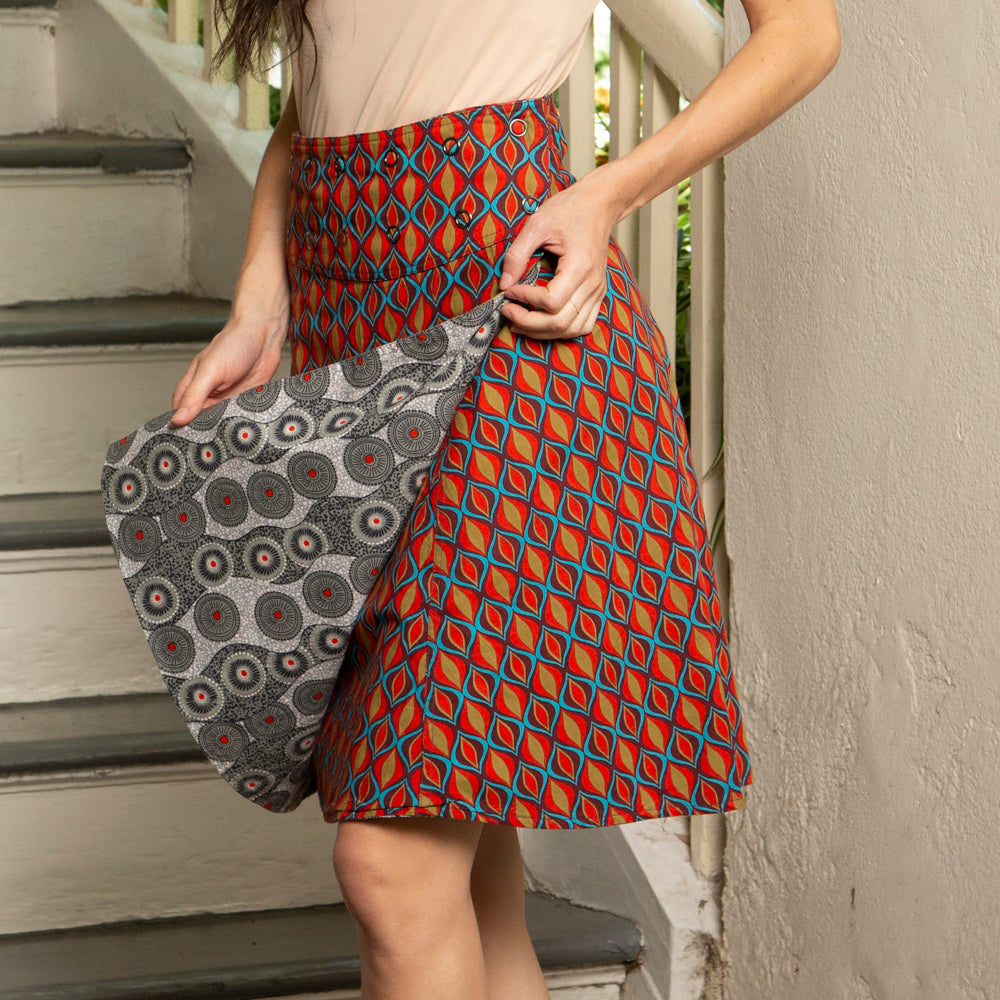 Reversible Skirt with one size snap grommets