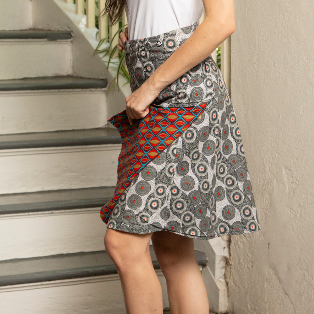REVERSIBLE SKIRT WITH GROMMET SNAPS | ONE SIZE | CHAMELEON STYLE
