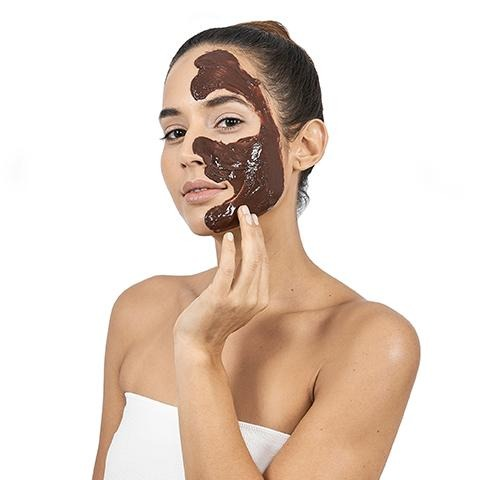 miss spa hot chocolate self-heating clay mask with model