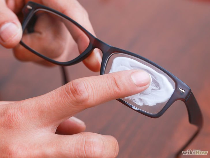 Cleaning your glasses with a bit of shaving cream