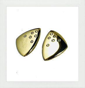 Stud earrings with diamonds