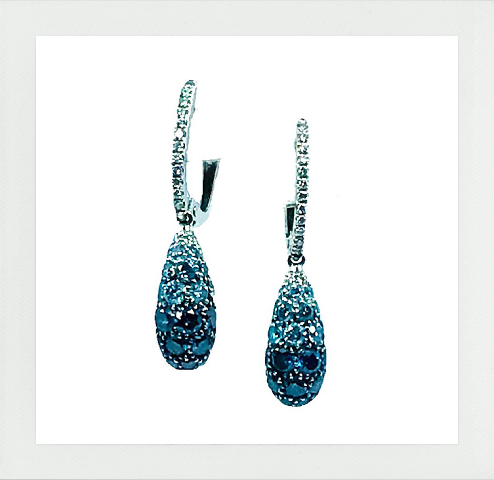 Royal Earrings with green diamonds