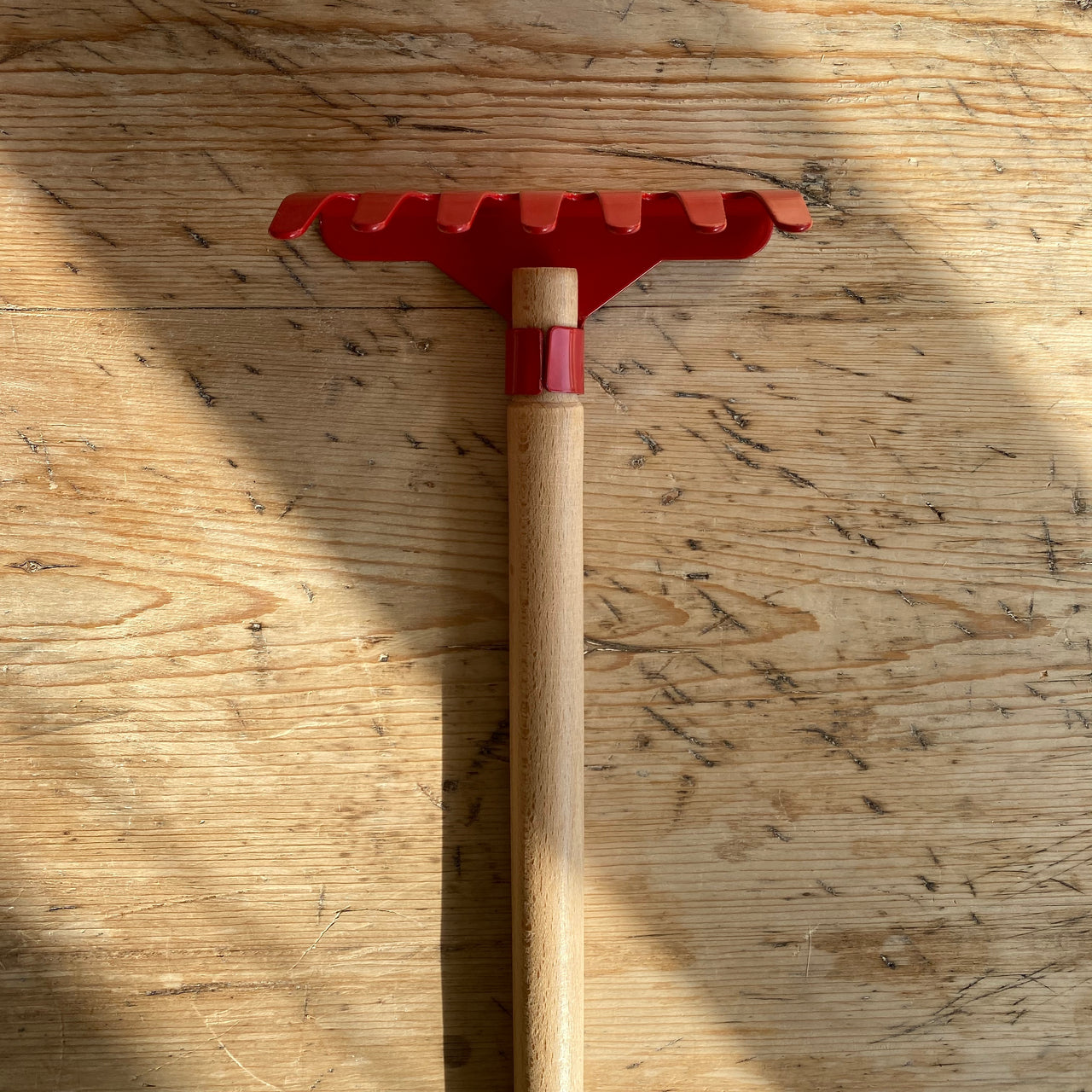 Metal Rake - red