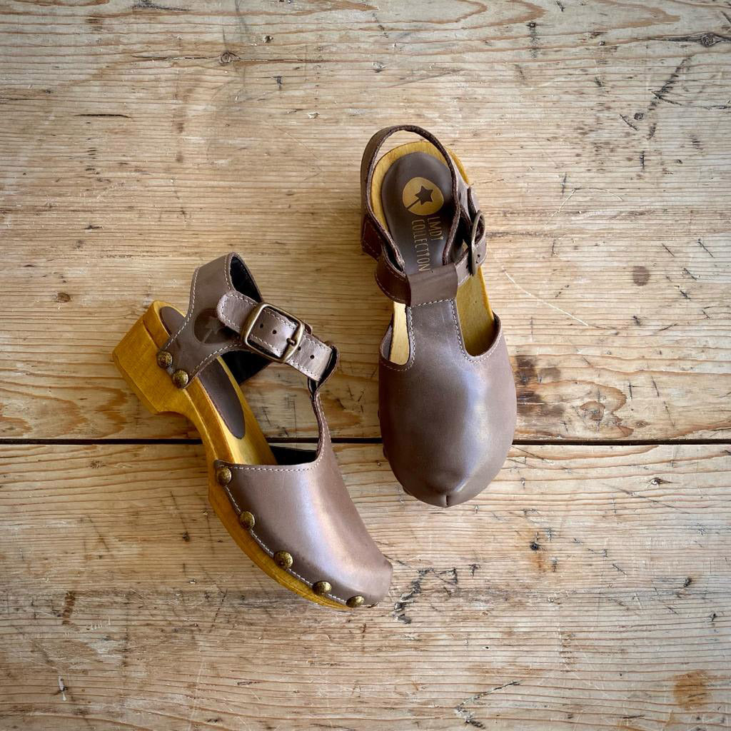 LMDI Collection LEATHER TULIP CLOG - TAUPE