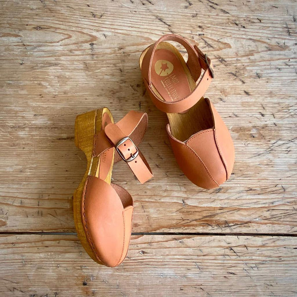 LMDI TULIP CLOG CLAY LEATHER