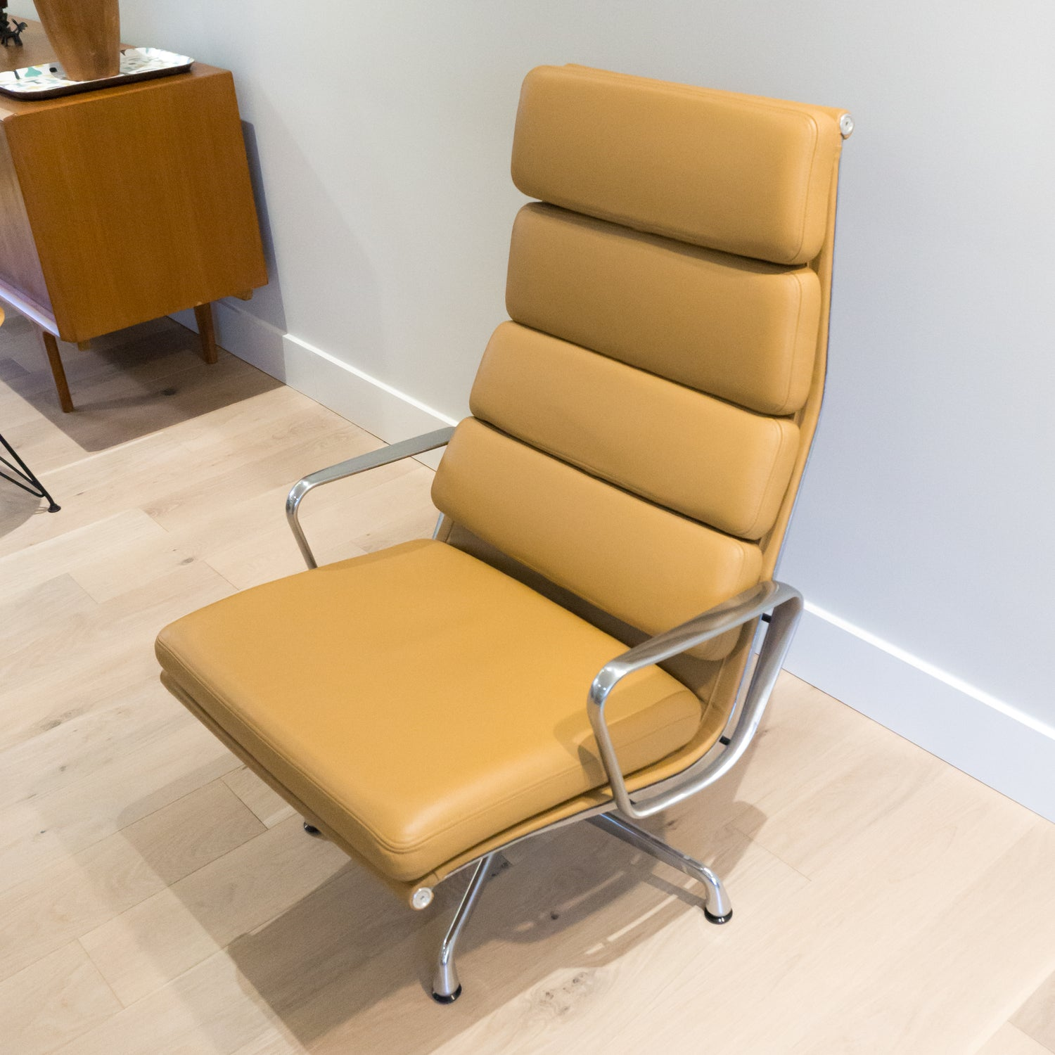 ... Herman Miller Eames Soft Pad Lounge Chair (Camel Leather) ...