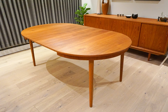 Arne Vodder for Sibast Teak/Oak Extendable Round Dining Table