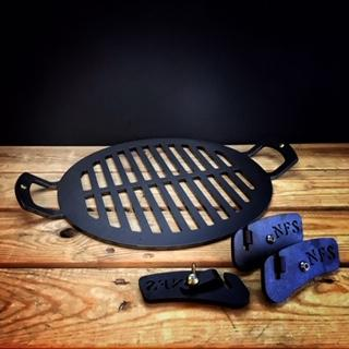 Black Iron 12 inch barbecue plate with short legs - BRIT LOCKER